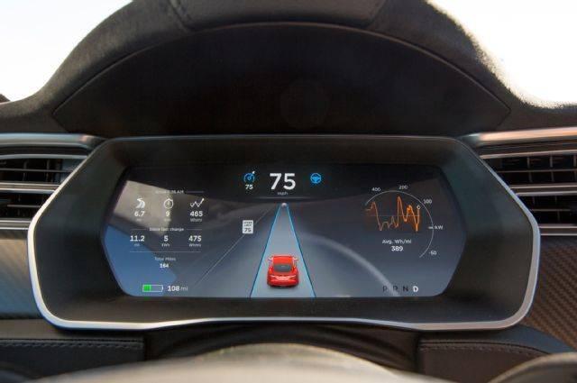 特斯拉已为特斯拉Model 3更新了自动驾驶硬件,因为在Model 3中我们可以发现一台内置内视摄像头,这与Model S和X都不同。