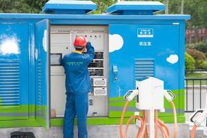 箱变式智能群充电 解决停车场电桩难题