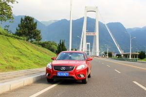 清洁电力与纯电座驾更配 EU400探访三峡