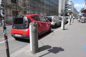 自带充电桩的分时租赁 巴黎街头的AUTOLIB