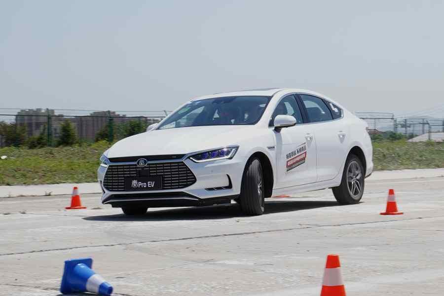 更运动的驾驶感受 试驾秦Pro EV超能版