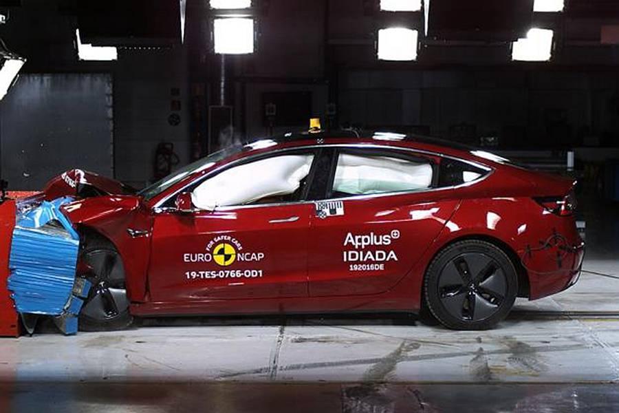 领跑安全辅助成绩 Model 3碰撞测试解读